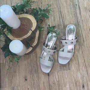 NWT tender taupe moves sandal